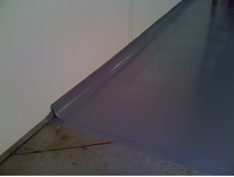 Rounded skirting on epoxy floor