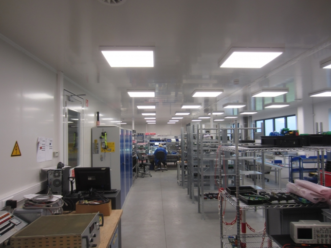 Dust-free assembly room for electronic equipment