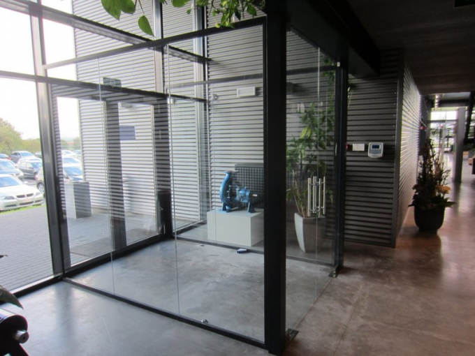 cloisons vitr es pour bureaux installateur en belgique abcmbs. Black Bedroom Furniture Sets. Home Design Ideas
