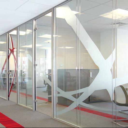 Cloisons vitr es pour bureaux installateur en belgique - Porte toute hauteur ...