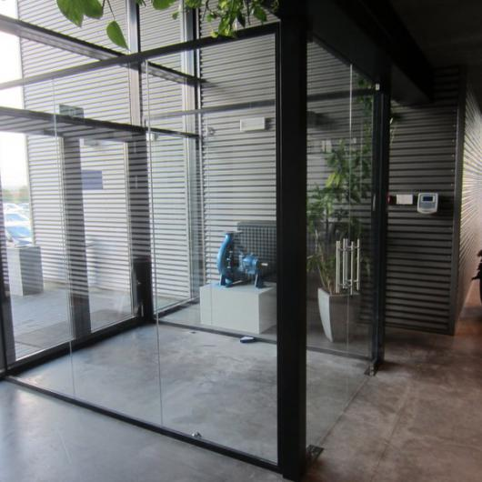 Double glass door with automatic closure